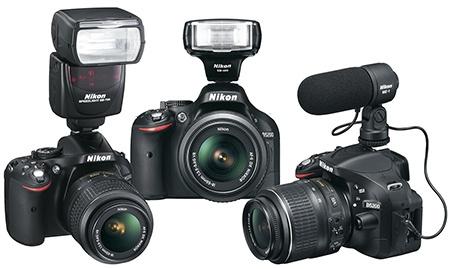 Nikon D5200 s externími blesky SB700 a SB400 a se stereomikrofonem ME1