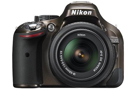 Nikon D5200 zepředu
